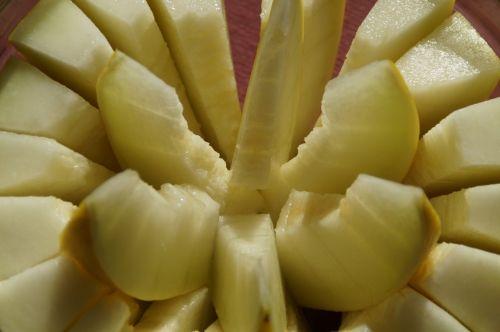 melon cantaloupe sliced