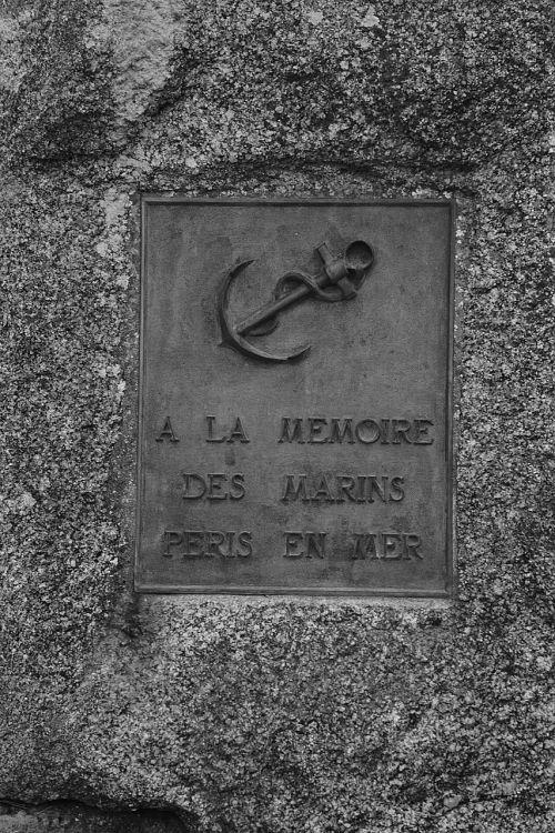 memorial sailors dead