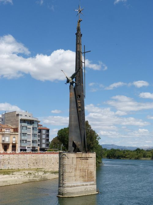 memorial battle of the ebro controversy fascism
