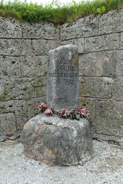 memorialinis akmuo,paminklas,akmuo,užrašas,paminėti,friederike akmuo