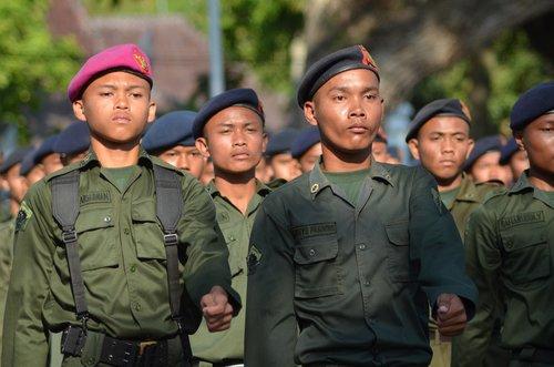 men  troops  uniforms