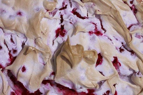 meringue  cake  currant cake