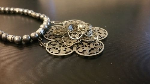 medallion necklace metal