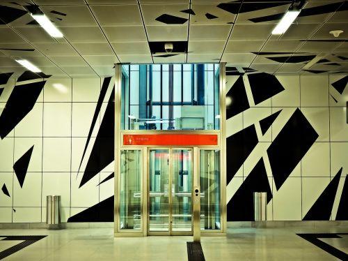 metro stop platform