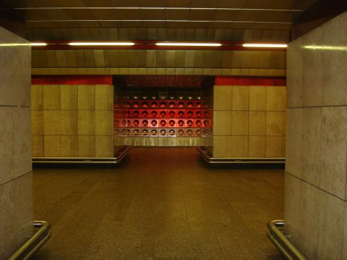 metro prague ocher