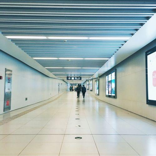 metro,Pekinas,naktis,koridorius,žmonės,kelias,po žeme,tunelis,po žeme