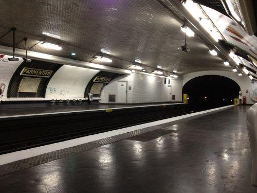 metro paris station