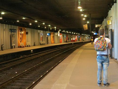 metro station paris departure