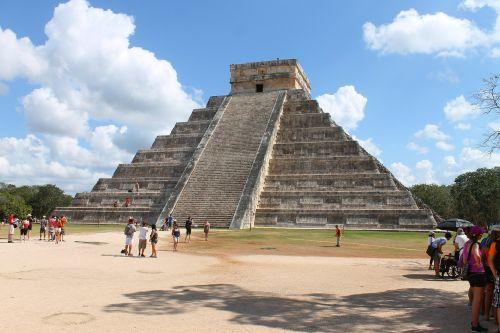 mexico chichen itza pyramid