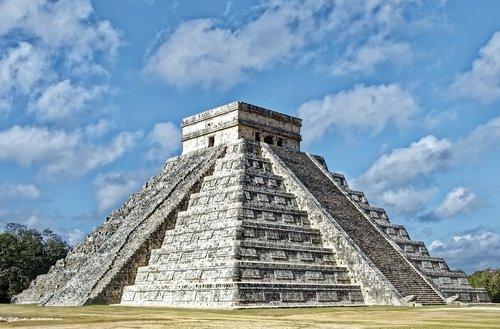 mexico  chichén itzá  pyramid