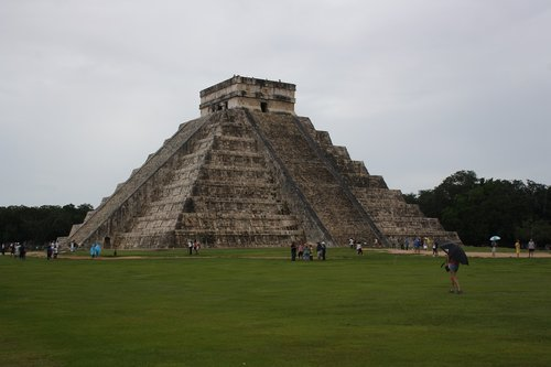 mexico  chichen itza  pyramids