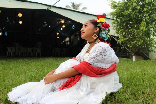 mexico women traditional clothes