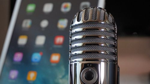 microphone tablet podcast