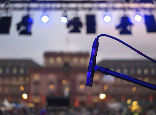 microphone stage live