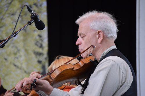 midsummer fiddler tradition
