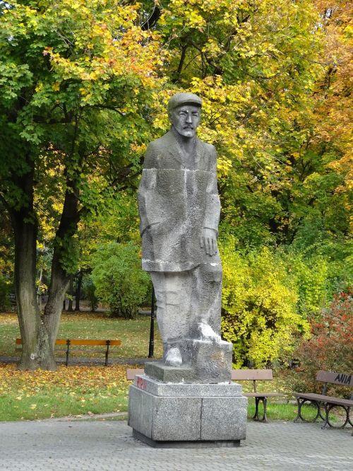 mieczyslaw karlowicz monument statue