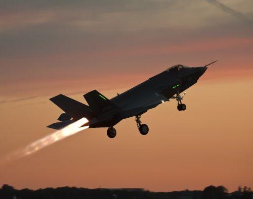 military fighter jet test flight