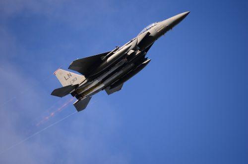 military jet flight flying