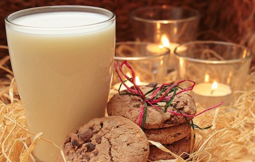 milk glass of milk cookies