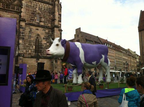 milka karvė,violetinė,Niurnbergas,karvė,gyvūnai,pieno karvė