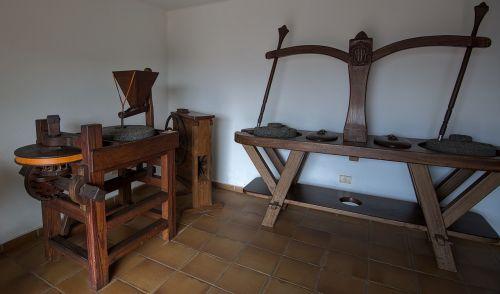 mill flour ancient