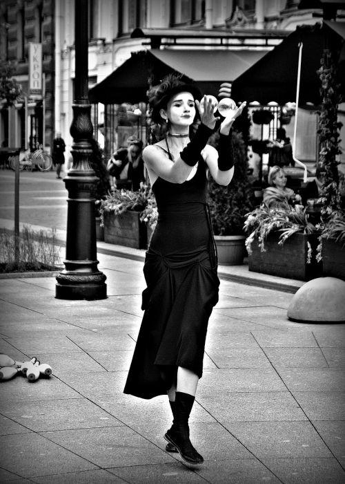 mim pantomime street performers