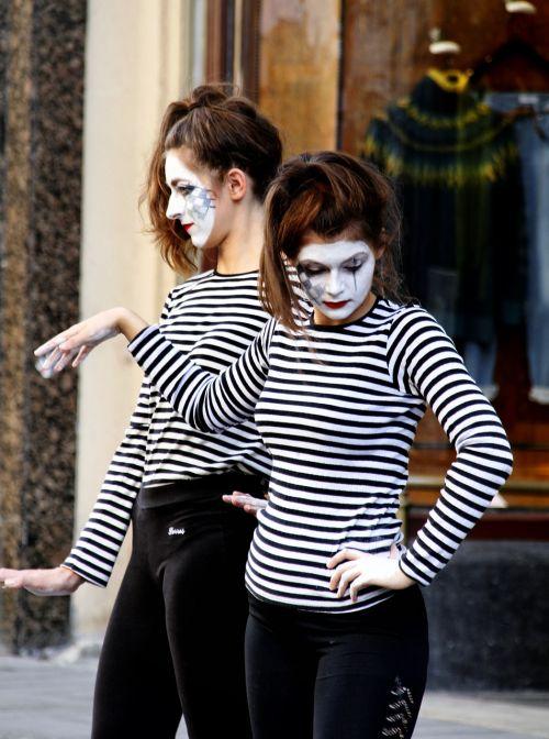 mime art performance