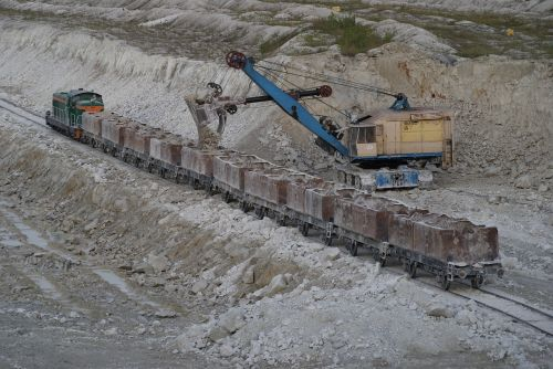 mine chalk excavator train