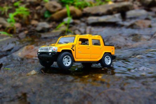 miniatiūrinė,automobilis,geltona,Hummeras,off-road,reljefas,kelionė,vairuoja
