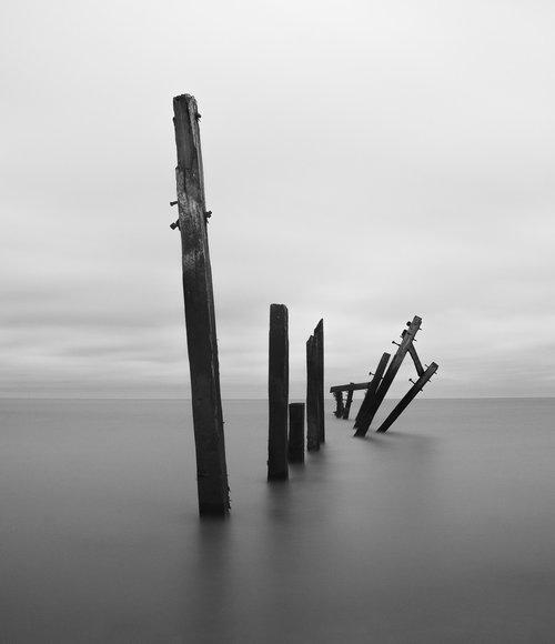 minimal  posts  decay