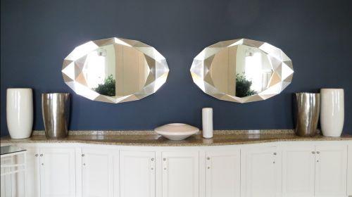 mirror decor symmetry