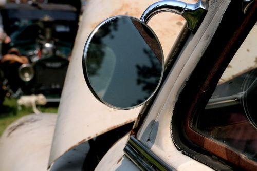 mirror reflective vehicle