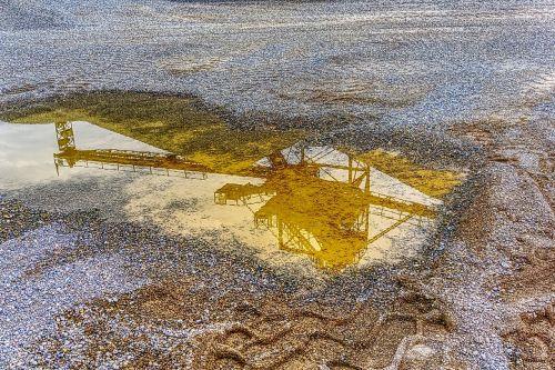 mirroring reflect puddle