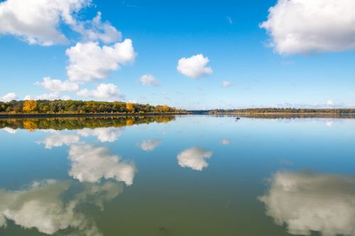 mirroring lake autumn