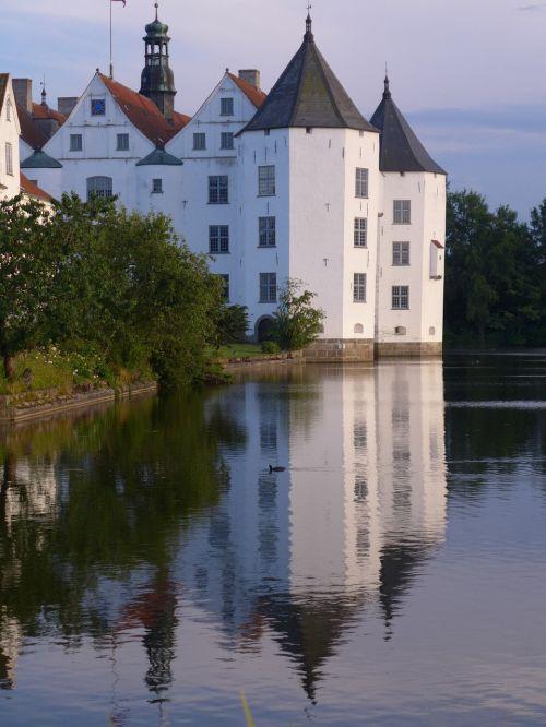mirroring castle glücksburg