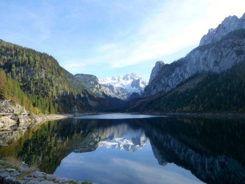 mirroring lake mountain