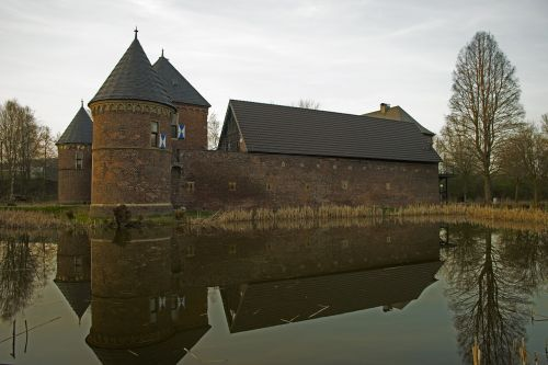 mirroring castle architecture