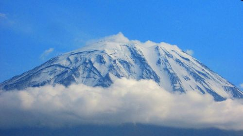 misti volcano snow clouds