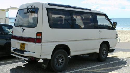 Mitsubishi Delica 4WD MPV Side