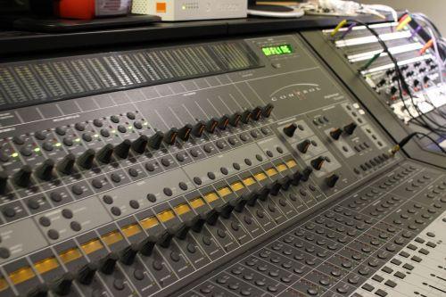 mixer music sampling