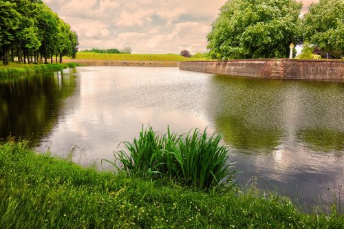 moat banks fortress