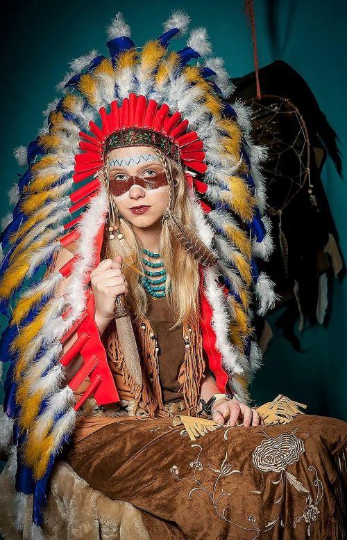 model costume indian