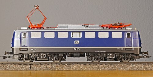 model railway  electric locomotive  box e10