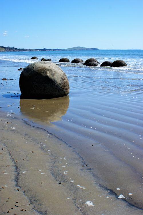 moeraki boulders new zealand beach