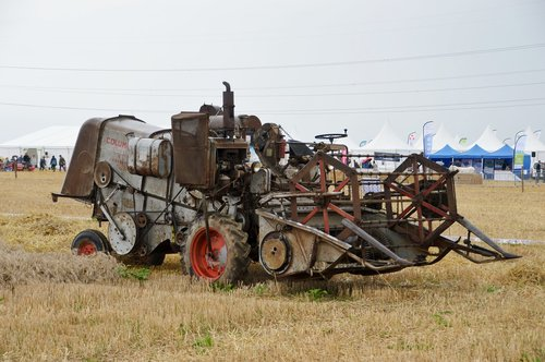 moissonneuse batteuse  agriculture  vehicle