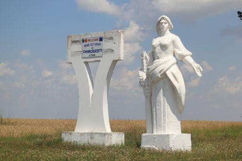 moldova roadside statue