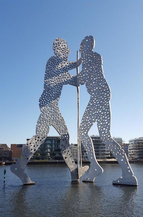 molecule man  sculpture  spree