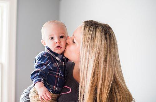mom  love  kiss