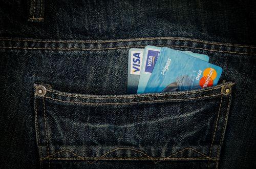pinigai,kortelė,verslas,kišenė,džinsai,viza,mastercard,apsipirkimas,pirkti