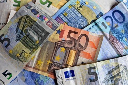 money  bank notes  euro notes